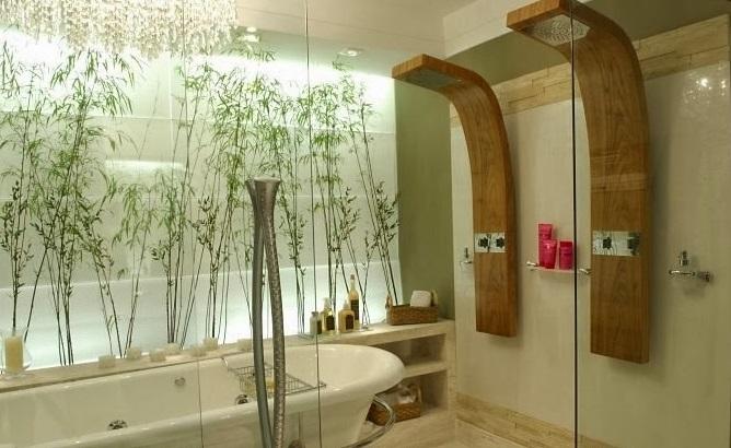 Banheiro com chuveiro duplo