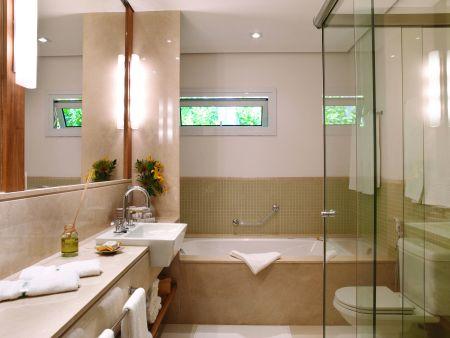 Banheiro decorado com banheira