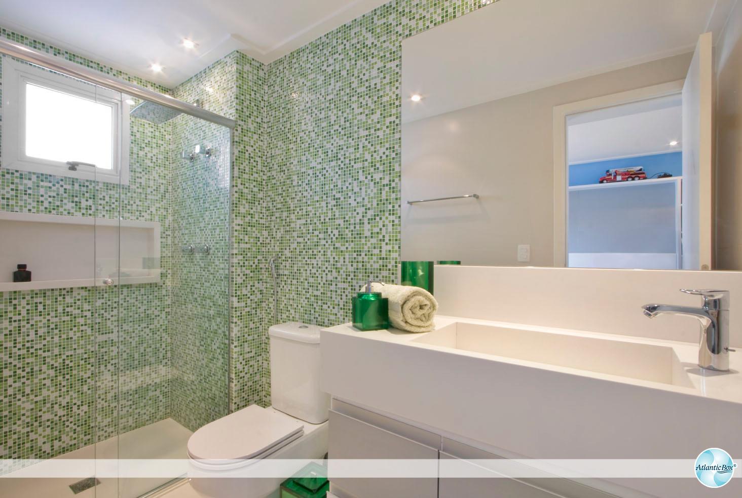 de lavabos. Perceba nessas imagens que o box de vidro combina com #2E693A 1464x983 Banheiro Com Tijolo De Vidro No Box