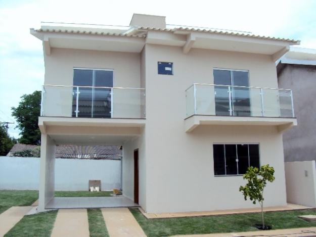 Fachada de casa com varanda simples