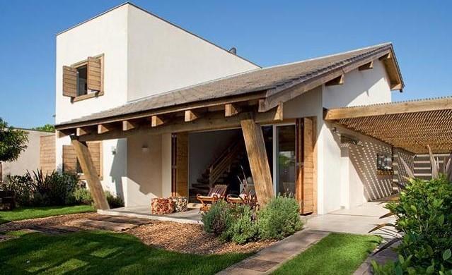 Fachadas de casas simples com varanda 30 fotos for Fachada de casas