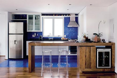 Cozinha com pastilha azul