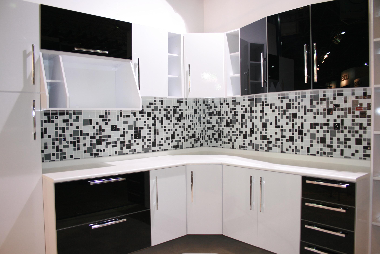 Cozinha com pastilha preto e branco