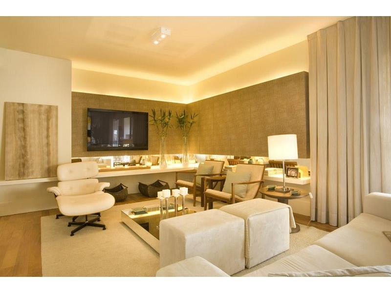 Sala planejada com móveis osb medida