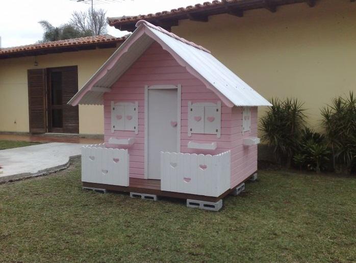Casas de madeira para bonecas