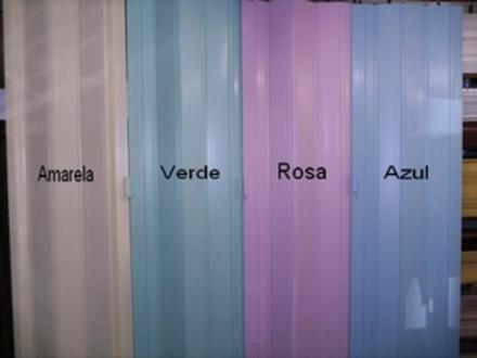 Porta sanfonada em PVC colorida