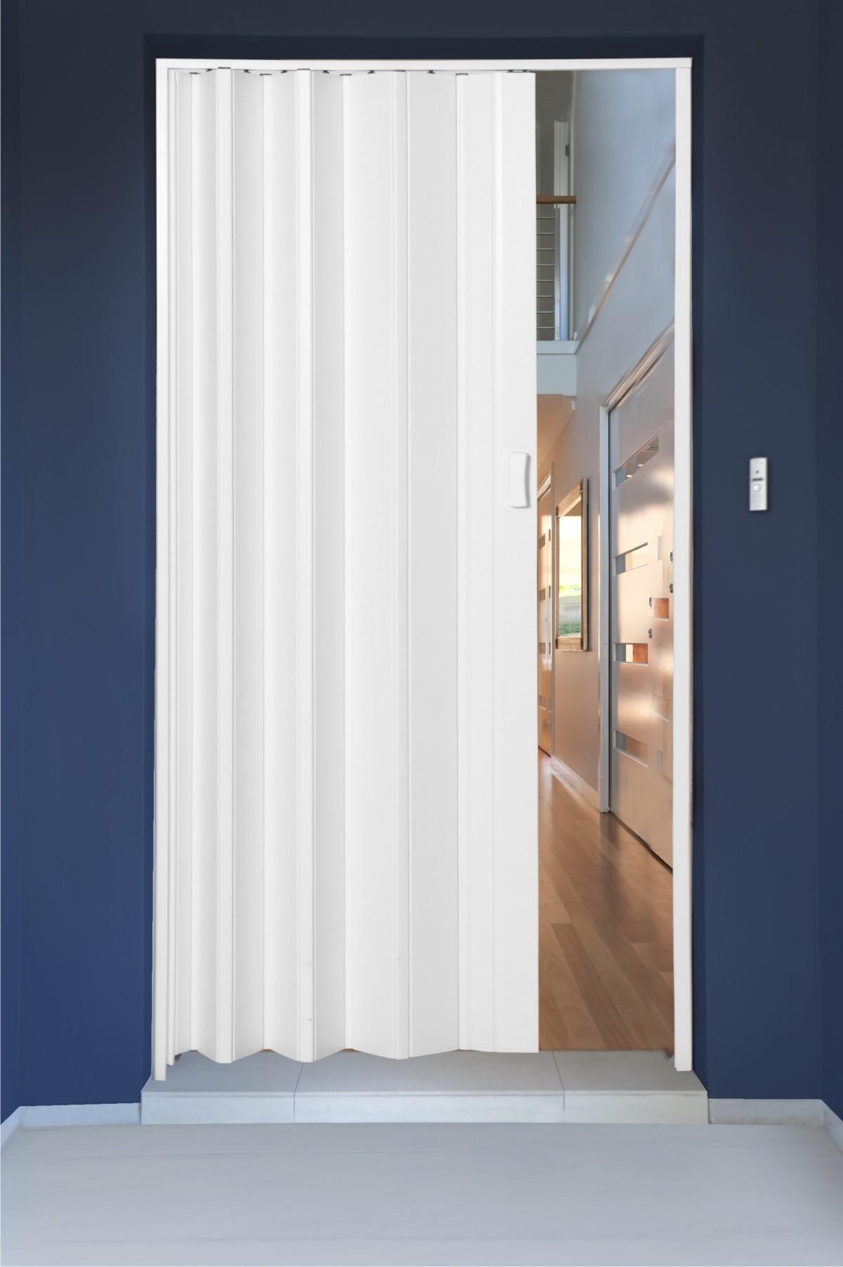 Porta sanfonada em PVC