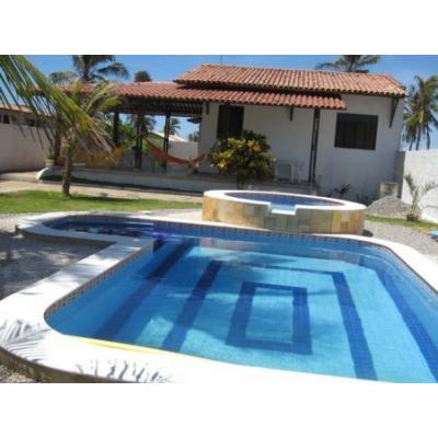 casa de praia com piscina infantil e adulto
