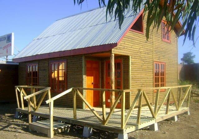 casa de praia simples com telhado alto