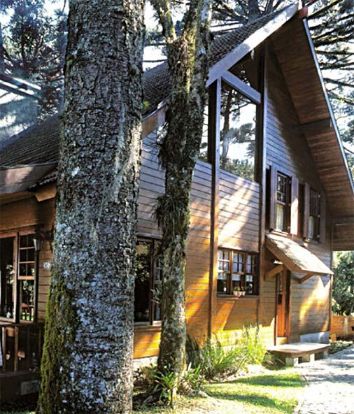 Casa de madeira com fachada