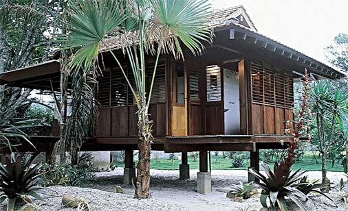 Casa de madeira na fachada