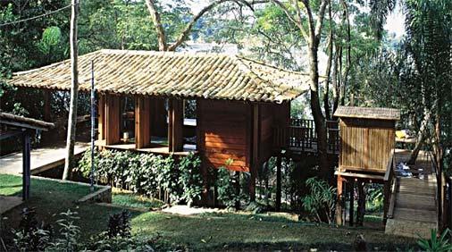 Fachada de casa de madeira