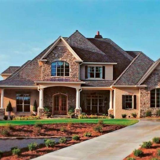 fachada de casa americana grande de tijolos