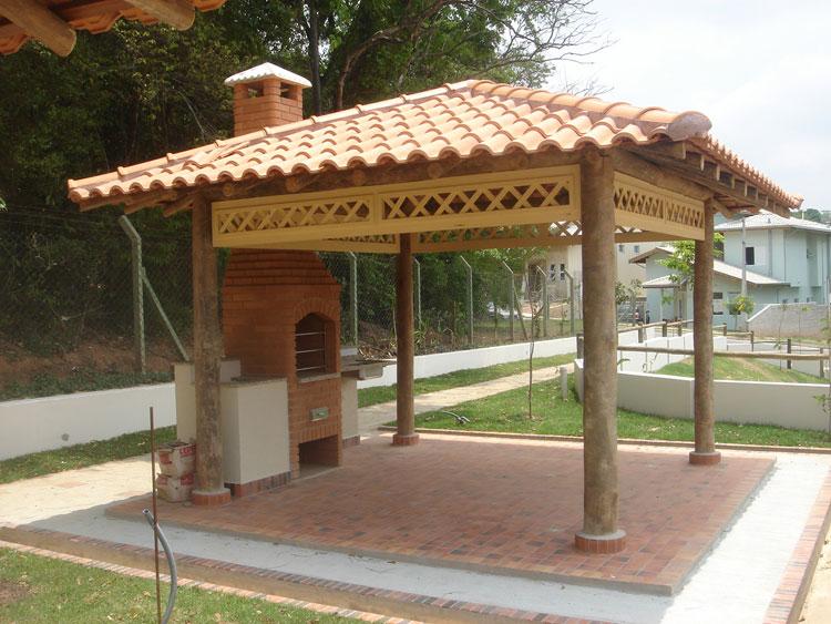 fotos jardim quadrado:Caso seja um quiosque fixo, poderá ser com telhado de palha para