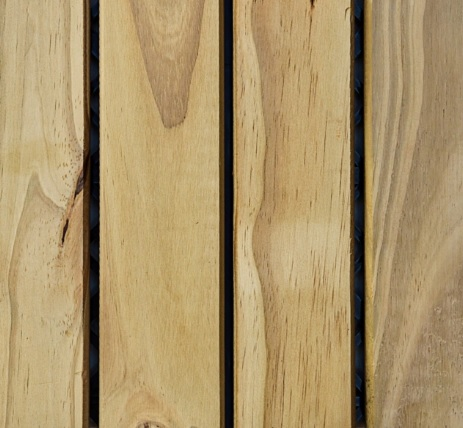 Deck de Madeira Modular Isabela com base plástica 30cm x 30cm (Placa) Pinus Tratado