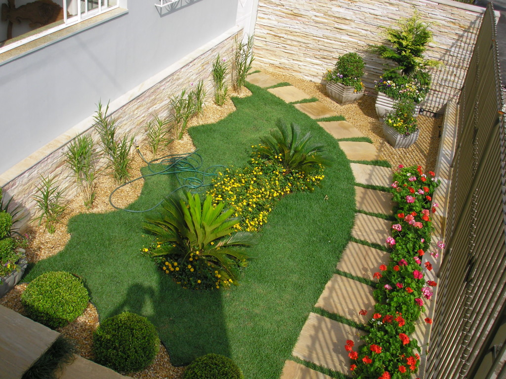 Related keywords suggestions for jardins residenciais for Fotos de jardines pequenos