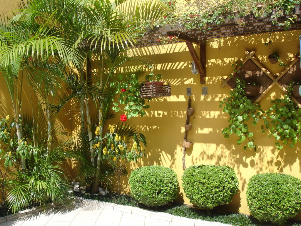 Modelos de jardins residenciais para frente de casa for Articulos de decoracion para jardines