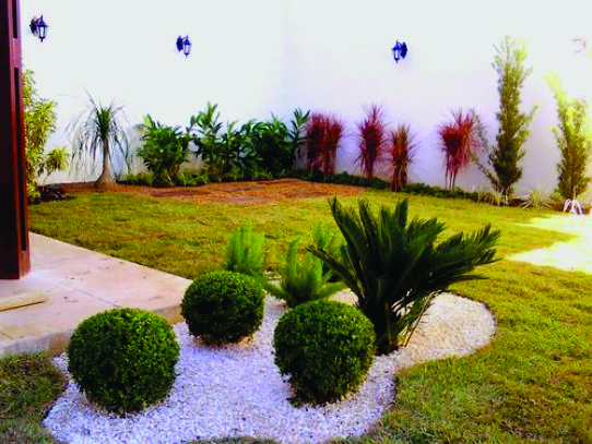 fotos jardins pequenos residenciais:Modelos de Jardins Residenciais para frente de casa