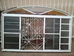 Janela de vidro com ferro