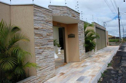 35 modelos de fachadas decoradas com pedras for Modelos de fachadas para frentes de casas