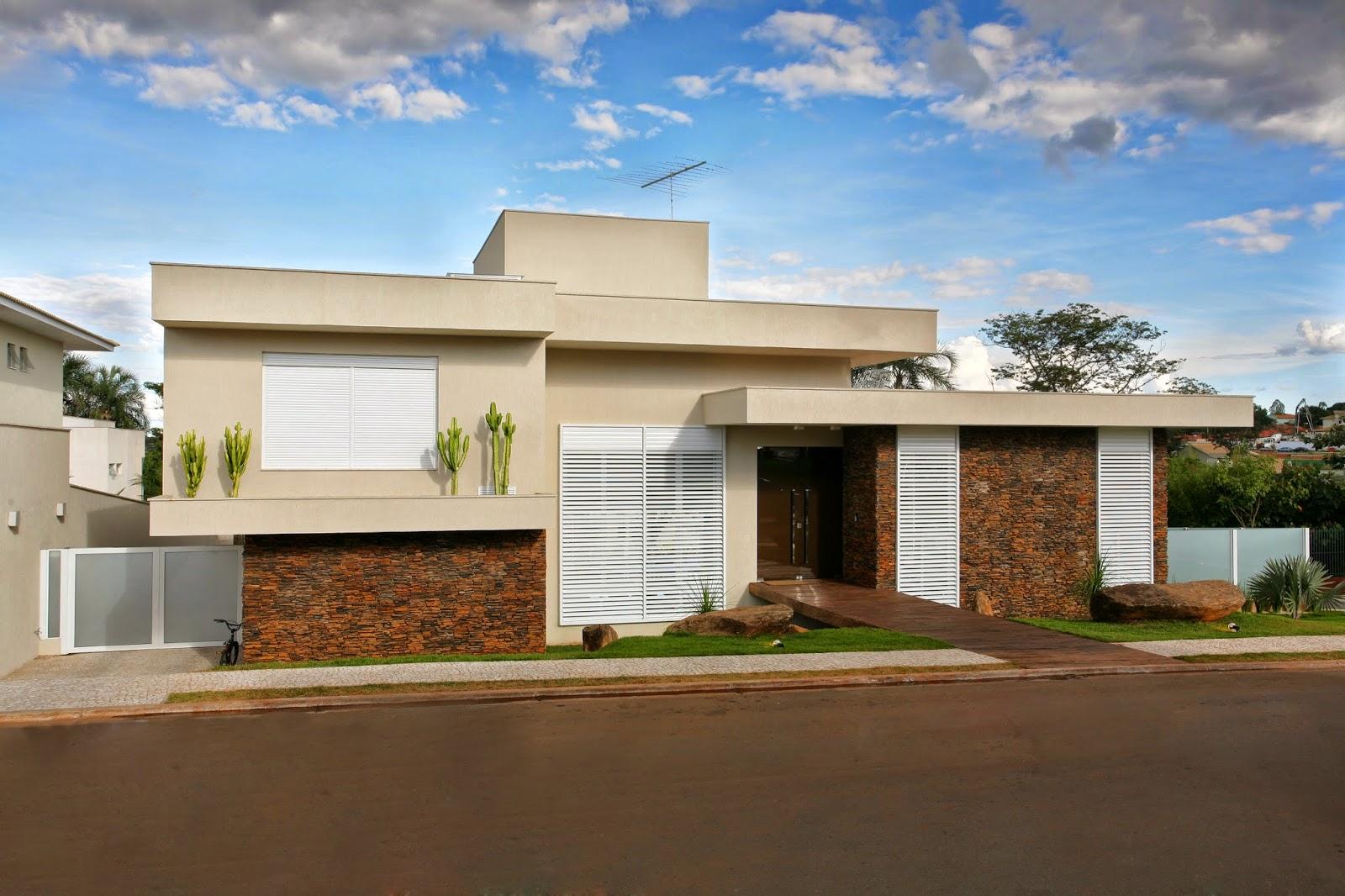 35 modelos de fachadas decoradas com pedras for Modelos de casas fachadas fotos