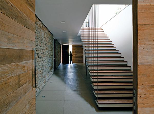 Escada 9