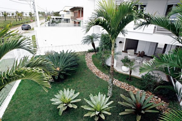 Fotos De Jardins De Casas 4 Jpg Pictures to pin on Pinterest