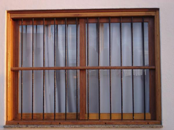 grades para janelas de madeira 1