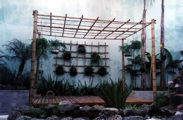 jardim vertical bambu: simples que mescla com a estrutura do bambu do jardim vertical
