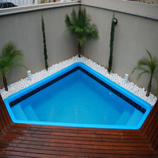 Modelos de piscinas para sua casa 40 fotos for Modelos de patios de casas pequenas