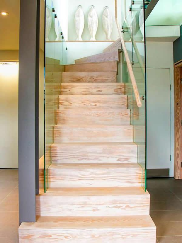 Escada de madeira 16