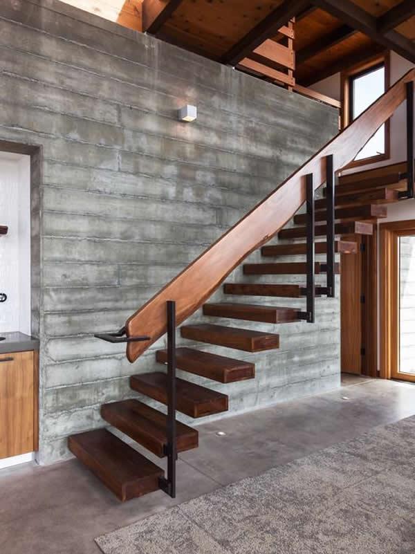 Escada de madeira 25
