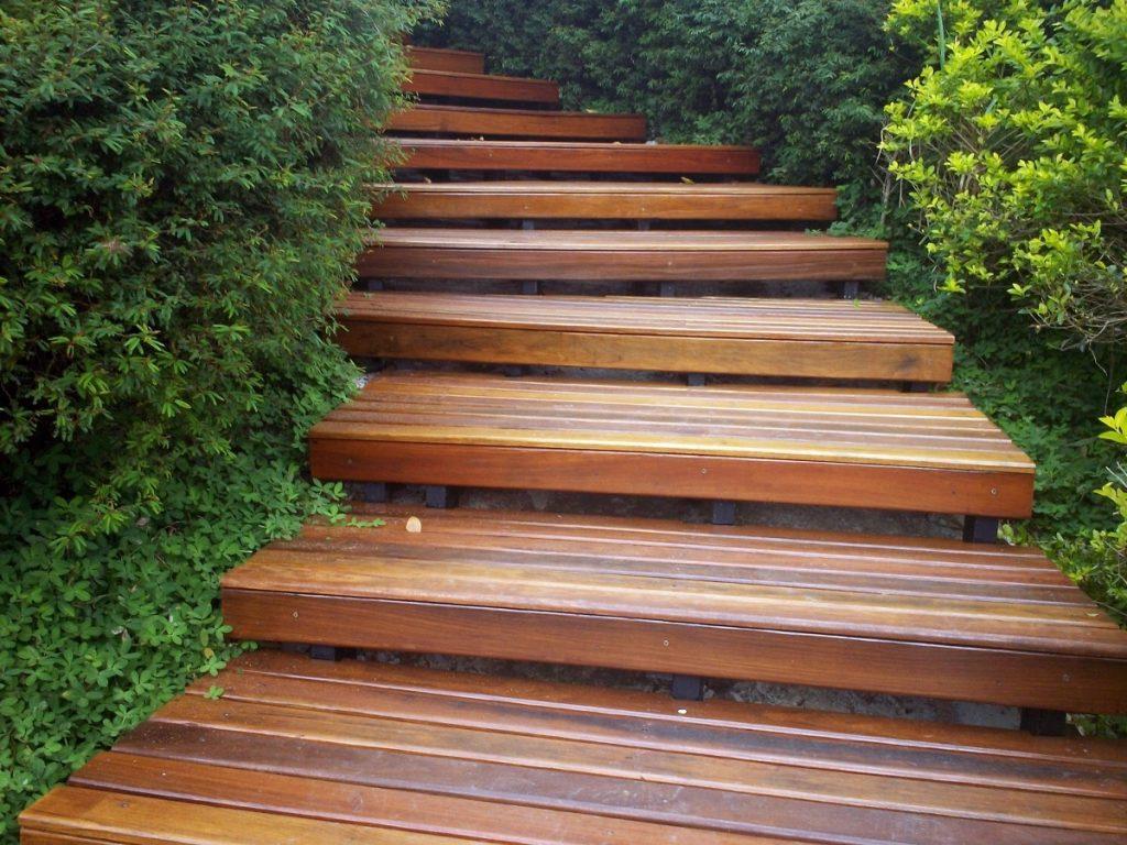 manutenção escadas de madeira