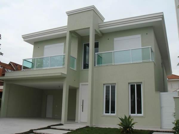 Mesmo a casa sendo um sobrado, é possível ter esse tipo de telhado
