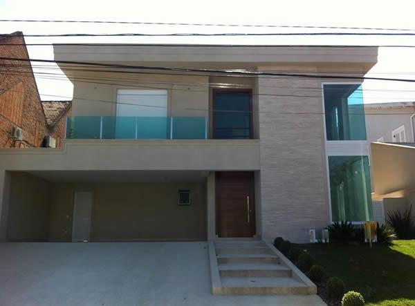 Você pode fazer casas com o pé direito duplo e utilizar esse tipo de telhado