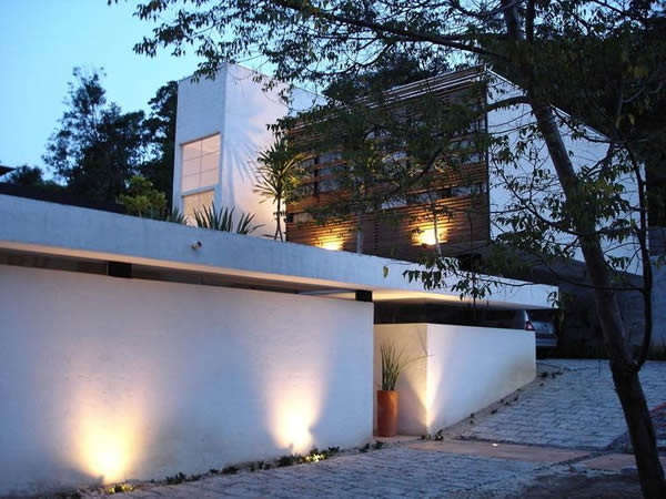 Não deixe de caprichar na iluminação externa para valorizar sua fachada