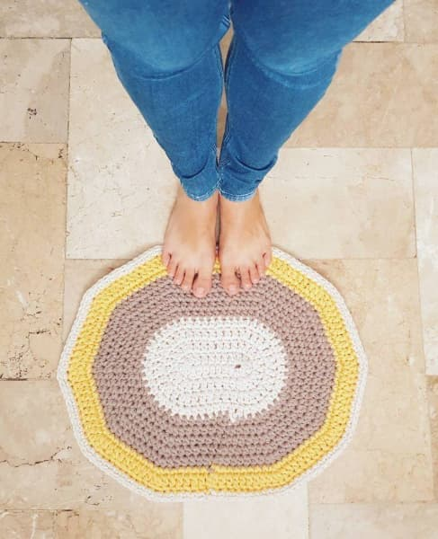 Pequeno tapete para se usar em banheiros e lavabos