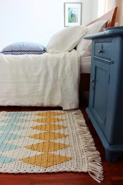 Tapete de crochê com desenho de losango