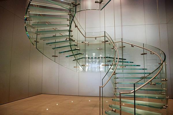 Escada de Vidro: 10 modelos para inspirar
