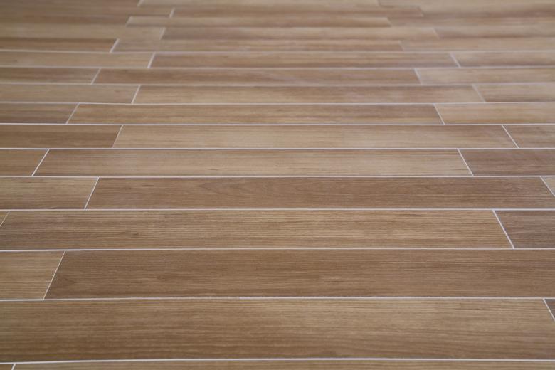 10 tipos de porcelanatos que imitam madeira -> Decoracao De Banheiro Com Porcelanato Que Imita Madeira