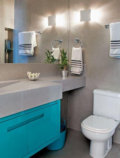granito siena fez a composição dessa bancada com armários azul