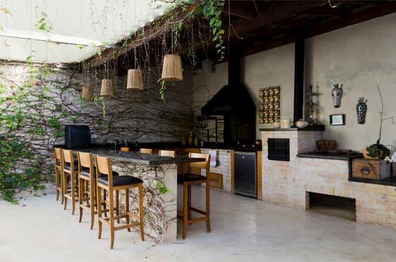 edicula com churrasqueira moderna com plantas