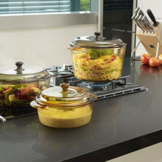panelas de vidro com alimento