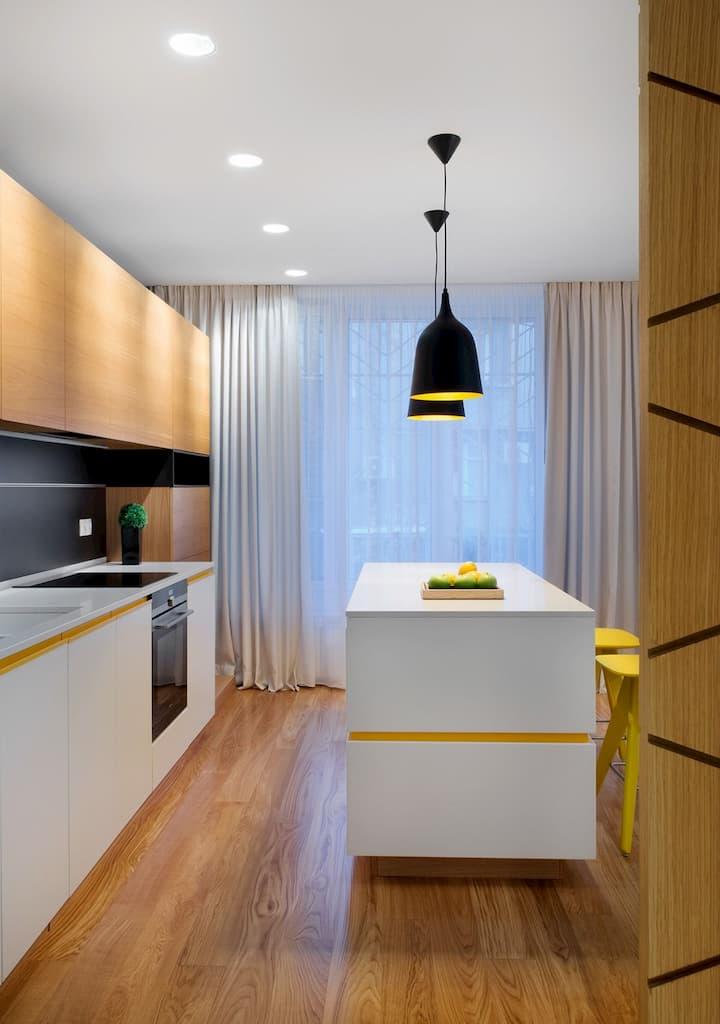 cozinha moderna com luminária suspensa
