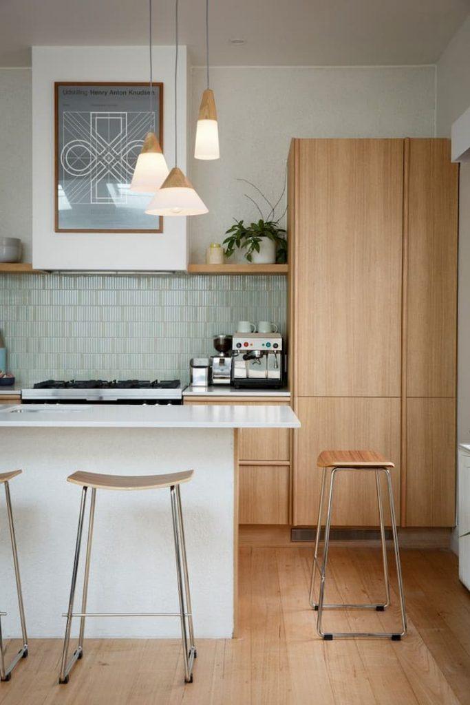 cozinha moderna com luminárias modernas