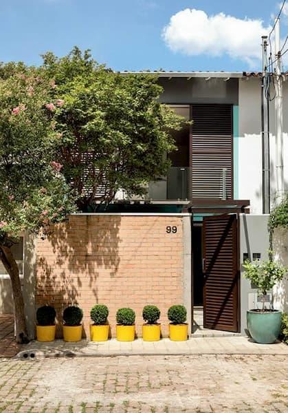 fachada com tijolo a mostra