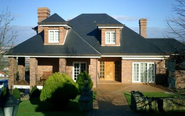 fachada para casa tradicional com muros de tijolo