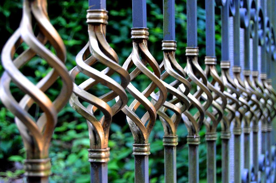 como pintar portão de ferro