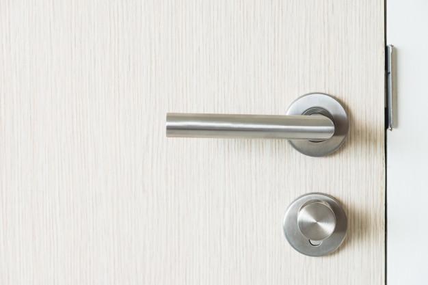 Como instalar fechadura de porta