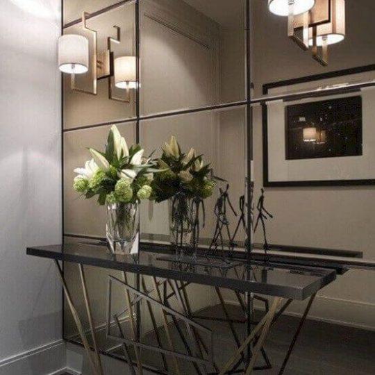 decoração com espelhos na parede inteira